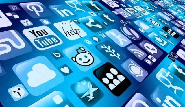 در شبکه های اجتماعی باشیم یا نباشیم؟!